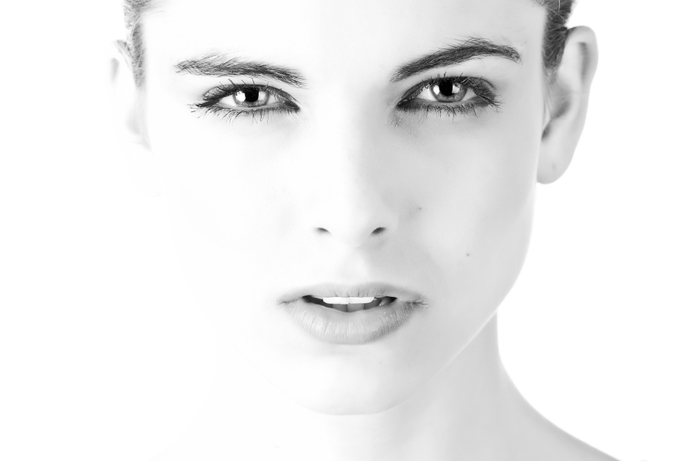 model-face-beautiful-black-and-white-407035